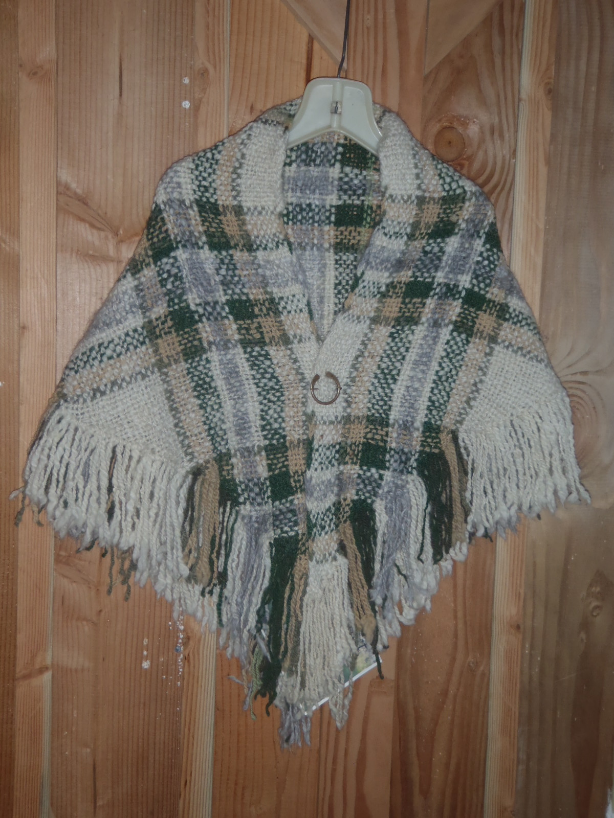 Photo of the green and gold shawl.